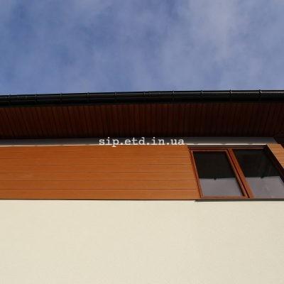 """Отделка фасада дома из сип панелей панелями """"под дерево"""""""
