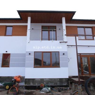 Балкон под одной крышей с домом из сип панелей