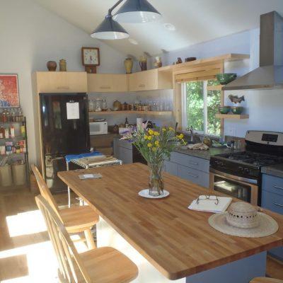 Двухэтажный СИП дом: кухня